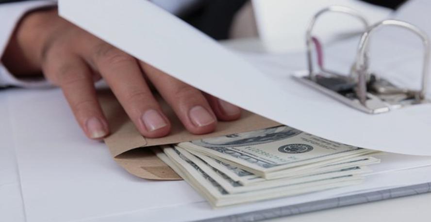 व्यवसायाच्या वाटेवरील शासनमान्य अडथळे (१)… सरकारी अधिकारी